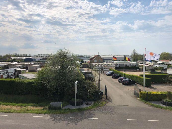 Camping Zon en Zee in Yerseke. Volgens de gemeente Reimerswaal een mooie plek voor een industrieterrein met lichte bedrijvigheid. Een deel van de bewoners van de aangrenzende woonwijk denkt daar heel anders over.