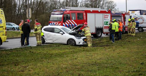 Brandweerman spoedt zich naar ongeluk in Dieren, daar blijkt zijn vrouw betrokken bij aanrijding.