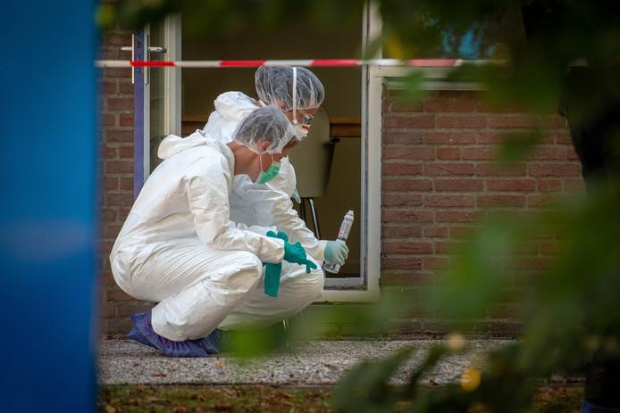 Sporenonderzoek gisteren, bij het pand waar de man werd gevonden.