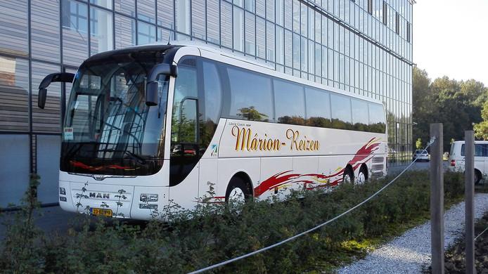 Een bus van het familiebedrijf Marion Reizen uit Dronten