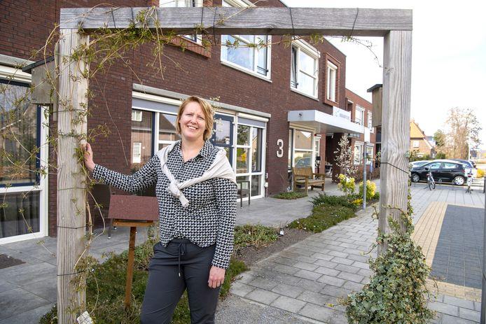 Locatiemanager Heleen Flierman bij het huidige Brugstede. Het woonzorgcentrum gaat flink uitbreiden.