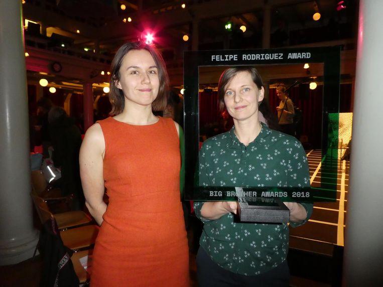 Evelyn Austin (Bits of Freedom) en voorvechter Kirsten Fiedler (European Digital Rights), winnaar van de Felipe Rodriguez Award. Beeld Hans van der Beek