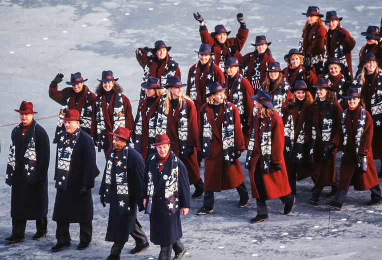 ALBERTVILLE, FRANCE - FEBRUARY 8:  The Olympic Team of the United States marchs in the Opening Ceremony of the 1992 Winter Olympics held on February 8, 1992  in Albertville, France.  (Photo by David Madison/Getty Images) Beeld Getty Images