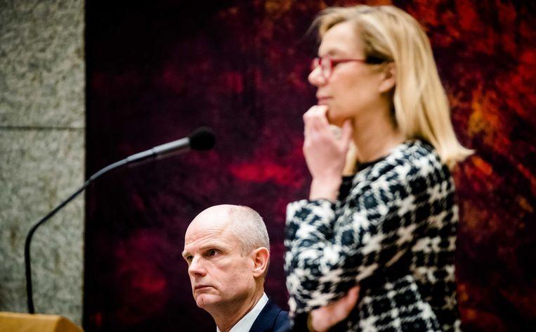 De ministers Blok van Buitenlandse Zaken (VVD) en Kaag voor Buitenlandse Handel en Ontwikkelingssamenwerking (D66) tijdens het debat in de Tweede Kamer over het vrijhandelsverdrag van de Europese Unie met Canada (CETA).  Beeld ANP - Bart Maat