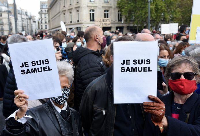 Hommage op de Place de la République in Paris