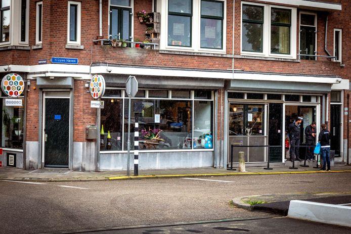 Coffeeshop Pas Op aan de Hoofdstraat in Schiedam.