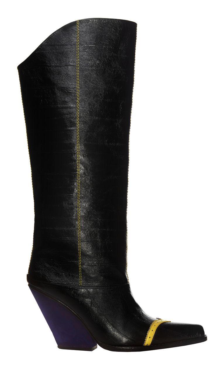 Stevige Adult-boots.  Beeld rv