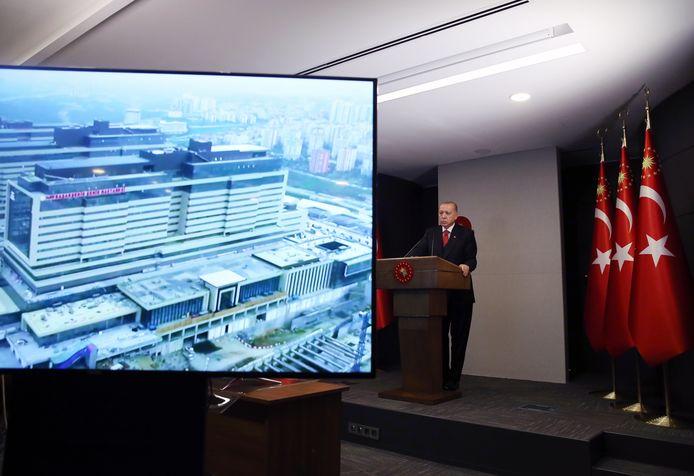 Erdogan lors de l'inauguration de l'hôpital de Basaksehir (20 avril 2020)