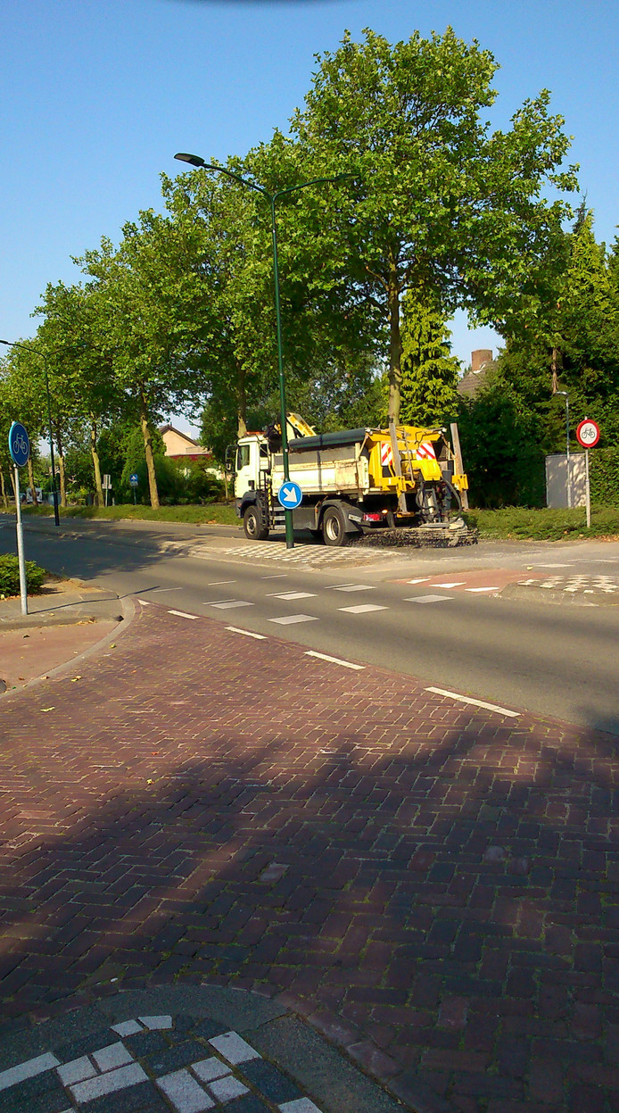 Strooiwagen op pad in de hitte in Valkenswaard.