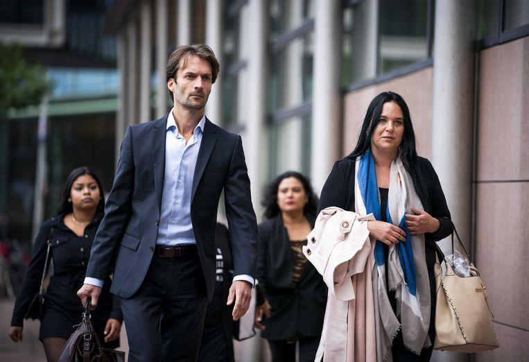 Advocaat Sebas Diekstra en nabestaanden van de 17-jarige Orlando Boldewijn komen aan bij de rechtbank. Daar staat verdachte Roy B. terecht voor betrokkenheid bij de dood van Orlando.  Beeld ANP