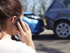 Vrouw gewond bij ongeval op A58, politie zoekt veroorzaker die doorreed