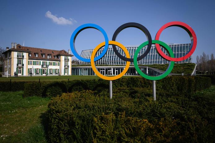 De Olympischen ringen bij het hoofdkantoor van het het IOC in Lausanne.