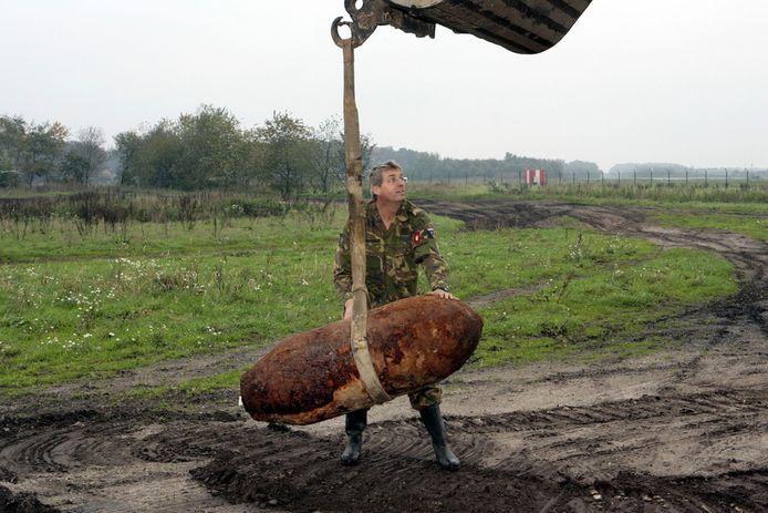 Nog regelmatig worden in Nederland bommen uit de Tweede Wereldoorlog gevonden. Op dertien plekken in Etten-Leur liggen mogelijk nog niet ontplofte explosieven.