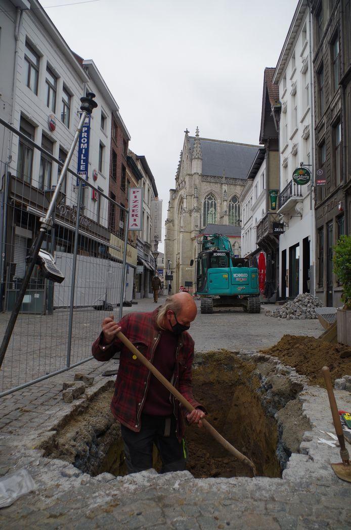 Opkuis van de testput in de Kerkstraat waar de opgevulde stadsgracht is.