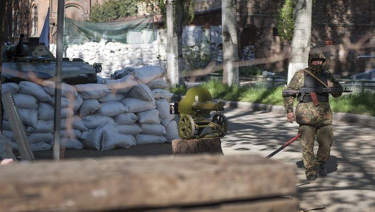 Pro-Russische troepen houden de wacht in Slavjansk Beeld epa