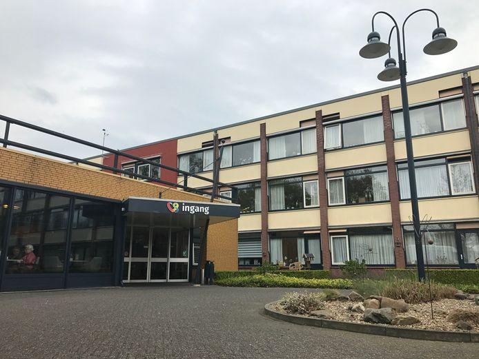 De Vriezenhof heeft sinds maandag een nieuwe directeur, maar een kwestie bij zijn voormalige werkgever achtervolgt hem nu.