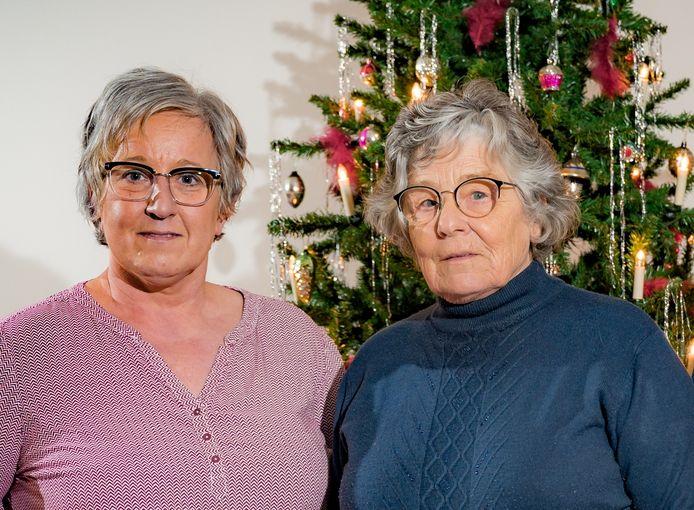 Christel (links) en Lily Lenaerts getuigen over het overlijden van hun familielid Angèle na het bezoek van een met coronavirus besmette hulpsinterklaas aan het rusthuis waar het slachtoffer woonde.