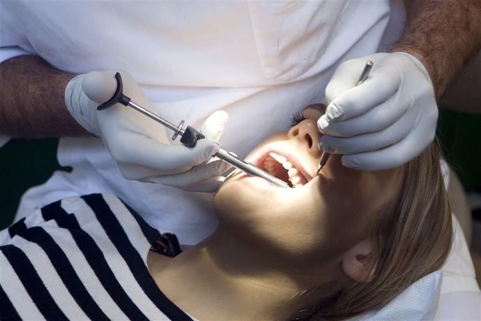 De Barneveldse tandartspraktijk blijft enkele dagen dicht omdat er corona is uitgebroken.