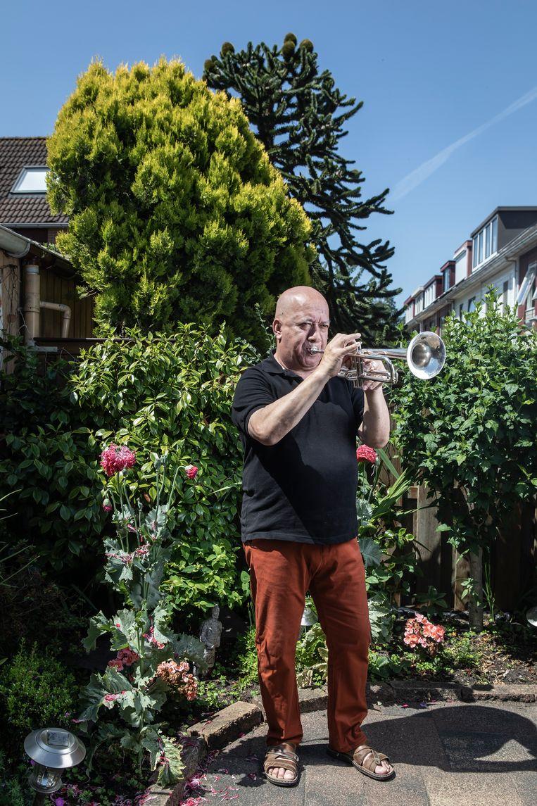 Enrico Omar (66): 'Ik weet niet hoe mijn buren die begintijd hebben volgehouden.' Beeld Dingena Mol