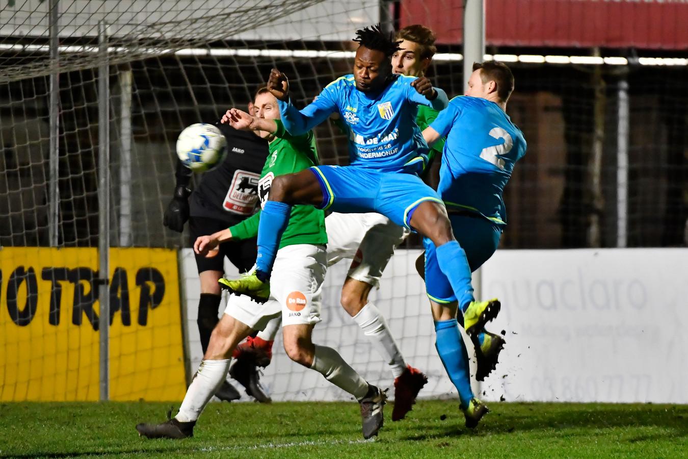 Voor Glory Monday van FC Lebbeke is racisme en discriminatie vooral op lagere niveaus een probleem.