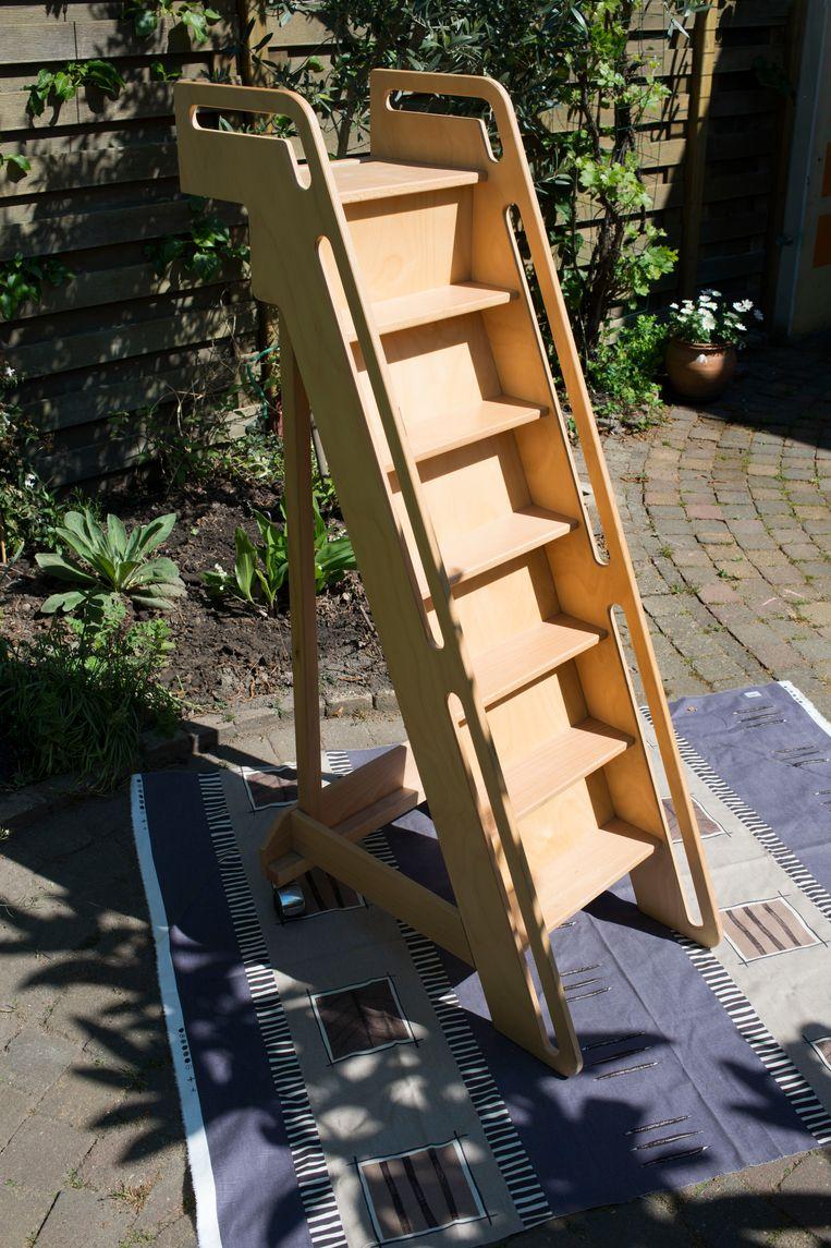 Topstuk: houten trapje op wieltjes, bedoeld voor een hoogslaper van een klein kind (vraagprijs: 25 euro) Beeld Annabel Miedema