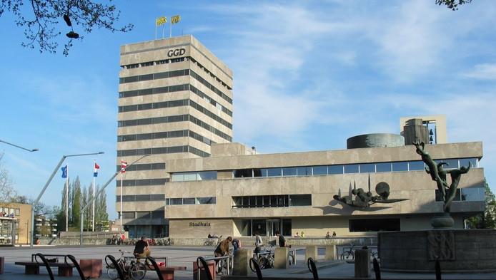 man in onderbroek dreigt op stadhuis eindhoven | binnenland | ad.nl