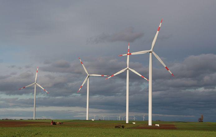 Windmolens in het landschap bij het Duitse Vierwinden. Inwoners van Boekelo en Usselo vrezen dat hun omgeving er ook zo uit komt te zien.