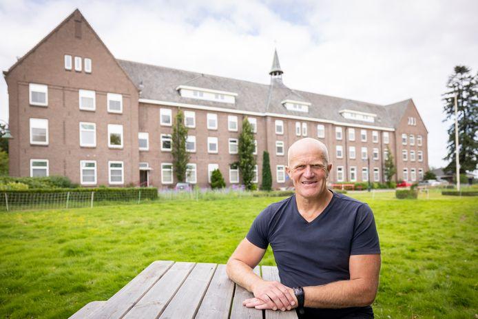 Rien Roeleveld is aangenaam verrast dat De Zwanenhof na bijna een halve eeuw nog steeds zo'n mooie plek is als hij zich herinnert.
