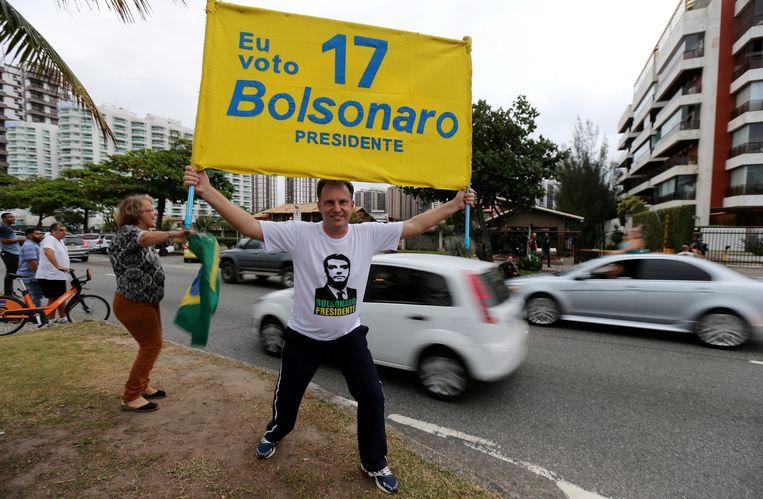 Een aanhanger van presidentskandidaat Jair Bolsonaro in Rio de Janeiro. Beeld REUTERS