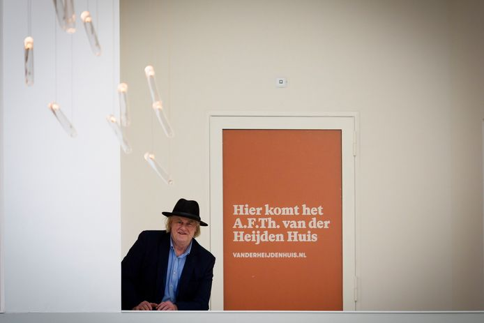 Renny de Bruyn op de plek waar het A.F.Th. van der Heijden centrum komt binnen in het DomusDELA gebouw.