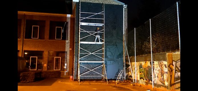 De muur bij de start van de werken.