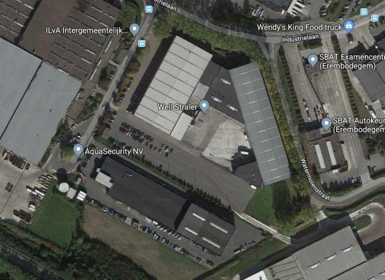 De windmolen komt op de parking van Ilva, naast het bedrijf Wellstraler.