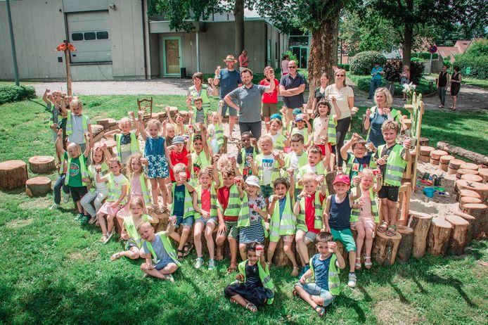 Het nieuwe zomerspeelplein achter OC De Wervel in Bellegem werd vrijdagnamiddag ingespeeld