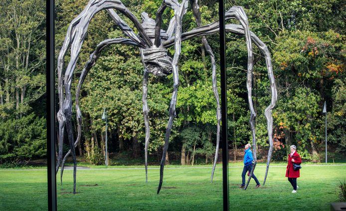 Maman, het grootste beeld dat ooit door Bourgeois is gemaakt, staat de komende maanden voor de deur van Museum Voorlinden.