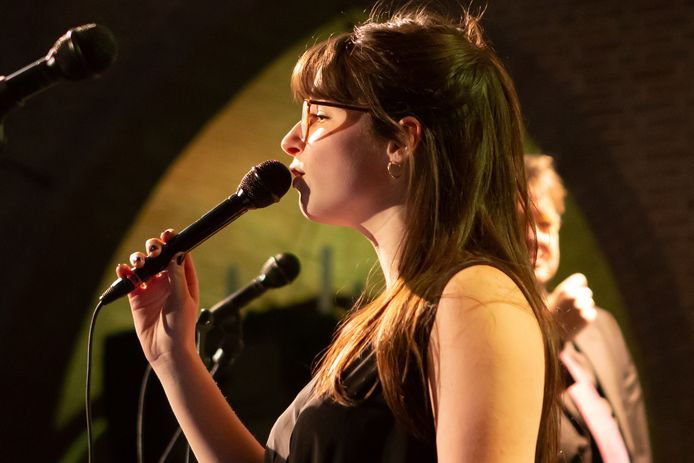 Jazzzangeres Anna Serierse
