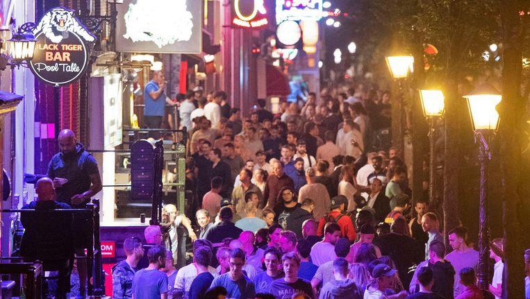 Waarom staan we toe dat het oudste deel van Amsterdam verwordt tot een onleefbaar festivalterrein? Beeld Olaf Kraak/HH