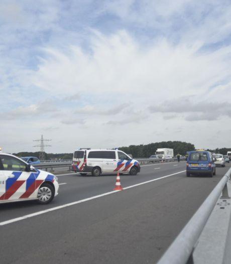 Ongeluk met drie auto's op A73, snelweg tussen Haps en Malden weer open
