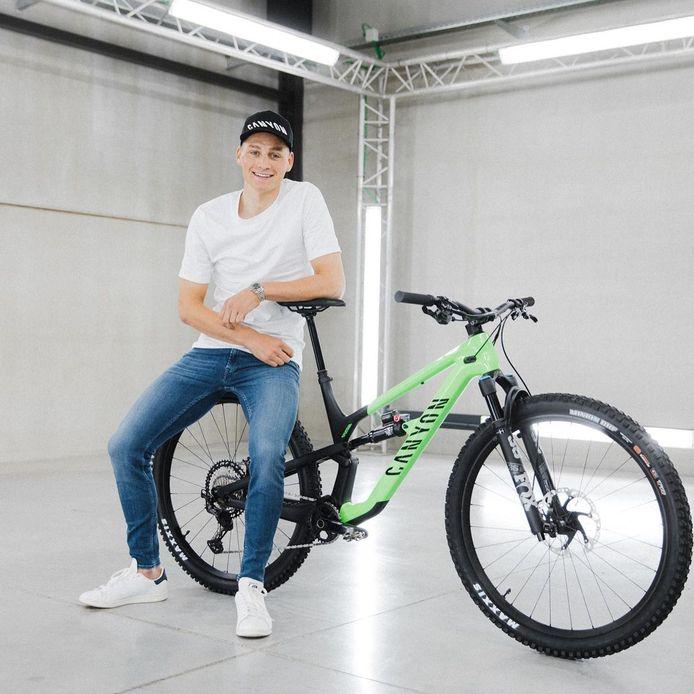 Mathieu van der Poel met zijn mountainbike.