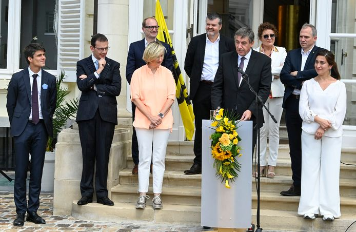 Zaterdag stuurde Vlaams N-VA-minister Demir (rechts) een forse waarschuwing uit naar haar coalitiepartners Open Vld en CD&V.