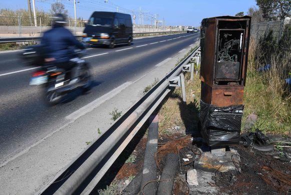 Een in brand gestoken snelheidscamera nabij het Zuid-Franse Sète.