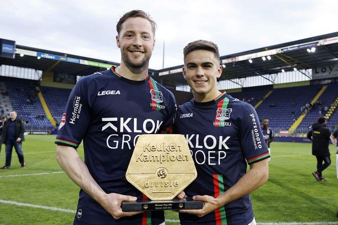 NEC-aanvoerder Rens van Eijden (links) met Bart van Rooij.