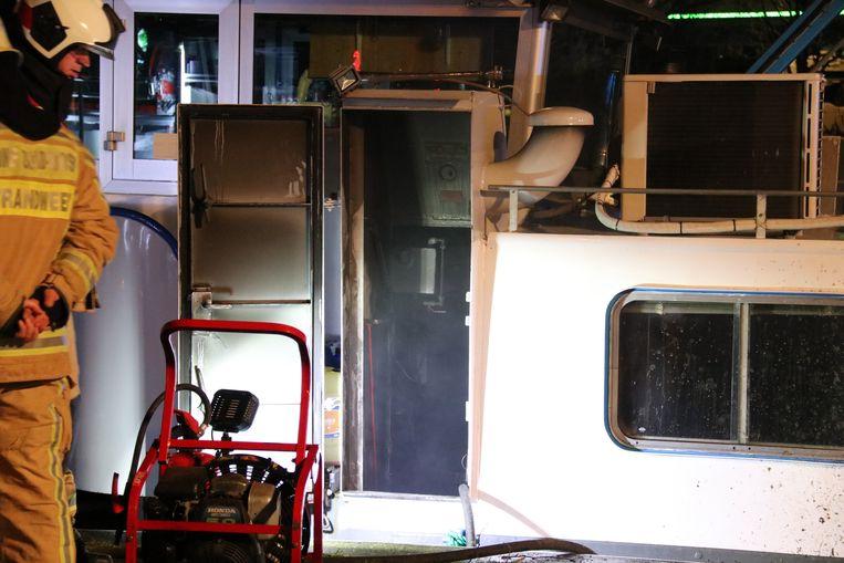 De brand ontstond in de machinekamer van het schip.
