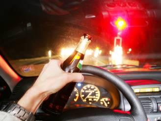 Vrouw drinkt ruim 16 glazen, ramt paaltje en wil weer wegrijden