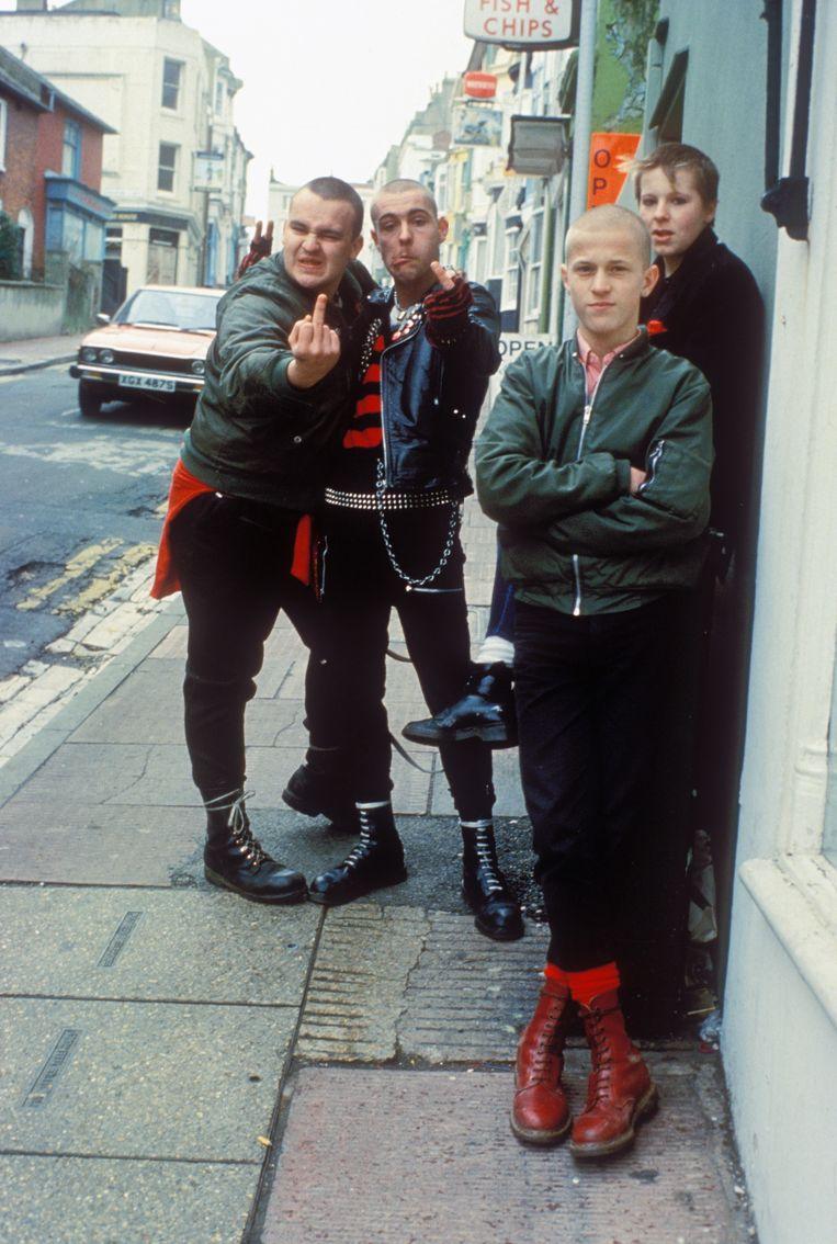 Skinheads in de jaren tachtig zwoeren bij Dr. Martens, zoals hier in het Engelse Brighton.  Beeld Getty