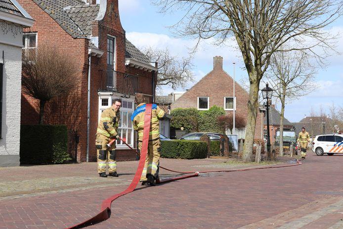 Een houten schuurtje vloog zaterdagmiddag in brand