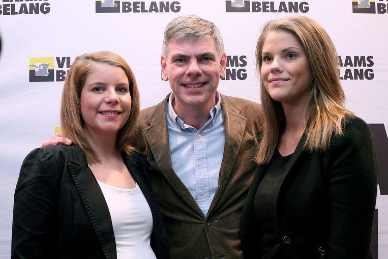 Filip Dewinter met dochters Karolien en An-Sofie (februari 2012): twee van zijn potentiële kroonprinsessen. Beeld belga
