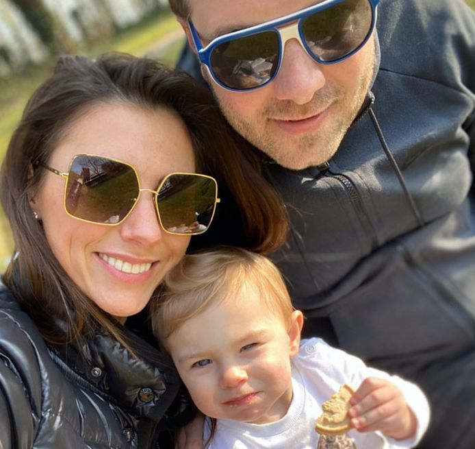 Niels en Valeska met dochtertje Alexine.
