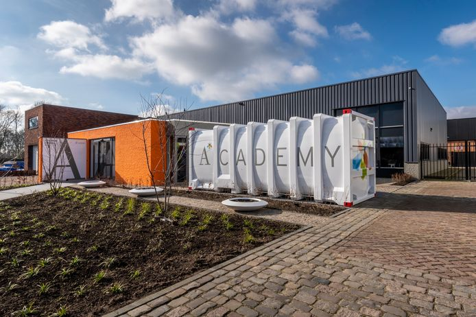 De entree van de Academy van Van den Bosch in Erp.