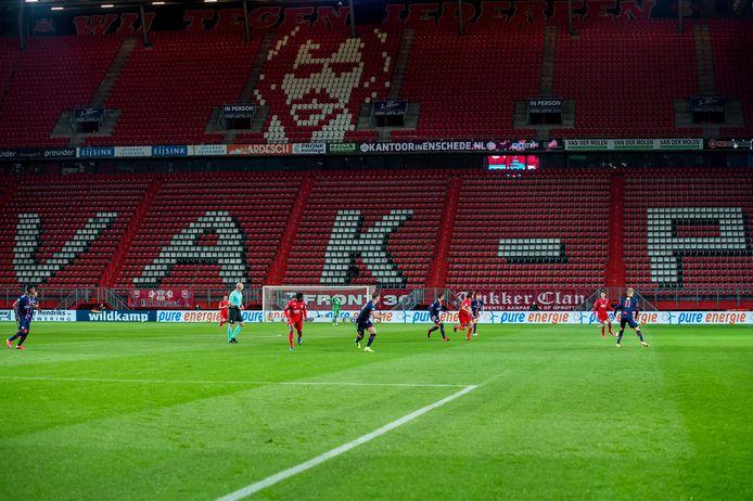 FC Twente kreeg ook in de tweede ronde 1,5 miljoen NOW-subsidie, maar stevent bij voetbal in een leeg stadion desondanks af op een verlies van 8 miljoen.