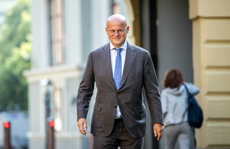 De minister van Justitie reist af naar Thailand voor bemiddeling in de zaak Van Laarhoven. Beeld ANP